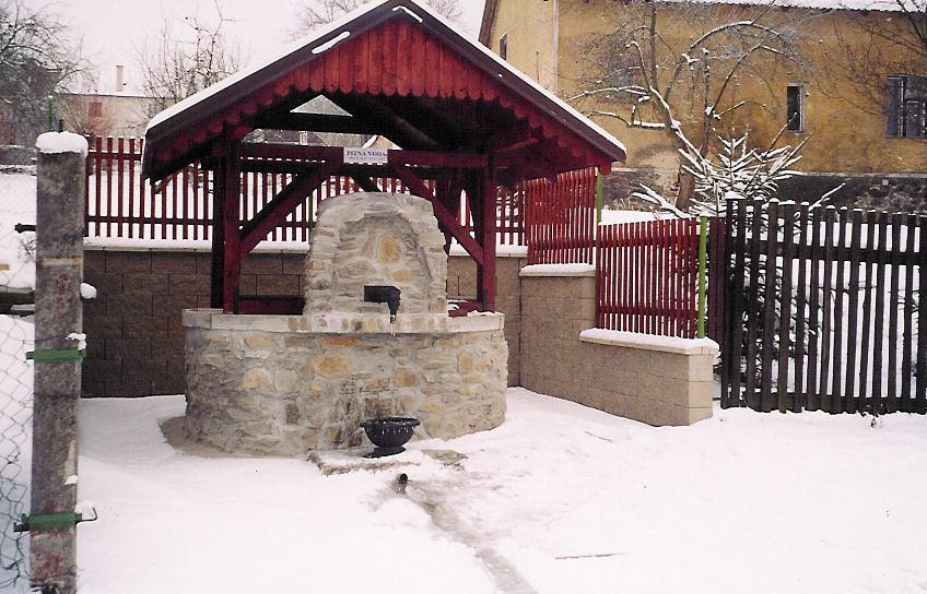 Studna Olešná zimní - leden 2004.jpg