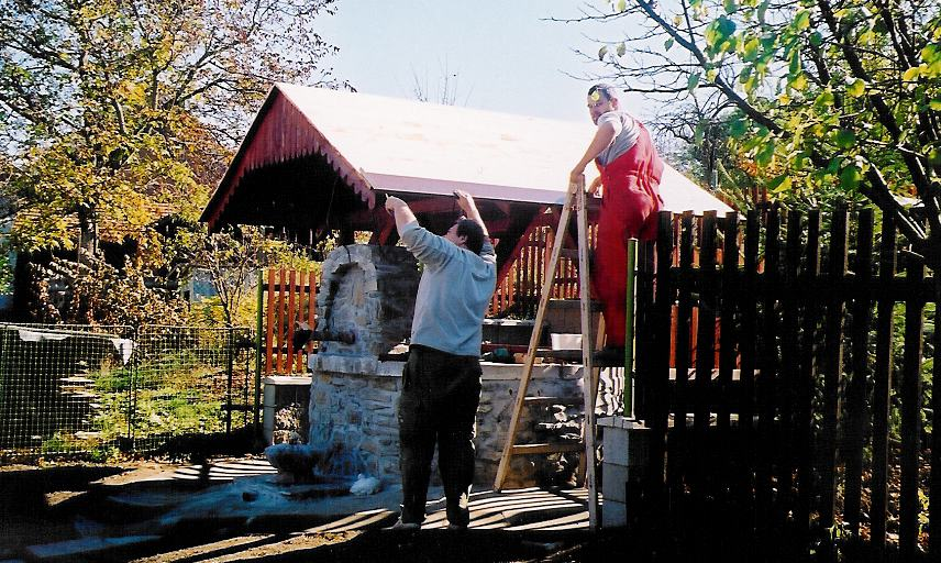 Studna Olešná střechai - říjen 2003.jpg