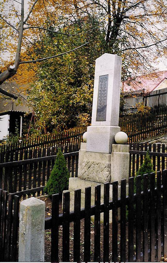 pomníček Olešná říjen 1998 výsadba Picea glauca Conica.jpg