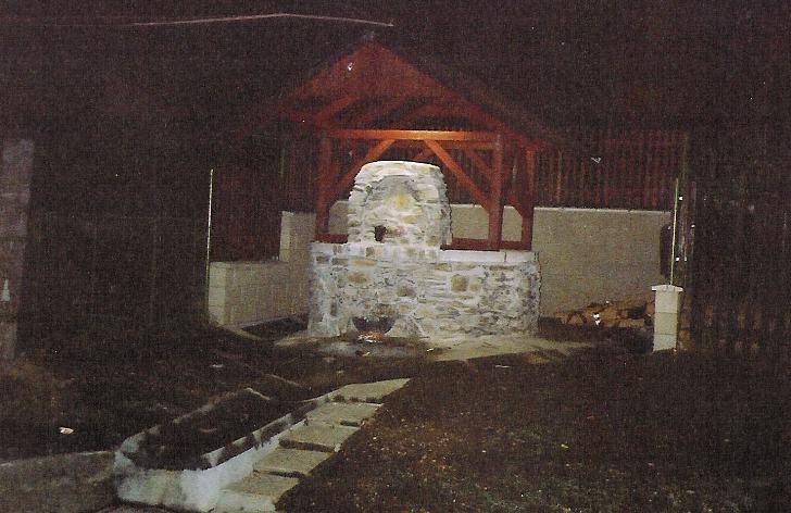 studna Olešná v noci - říjen 2003.jpg