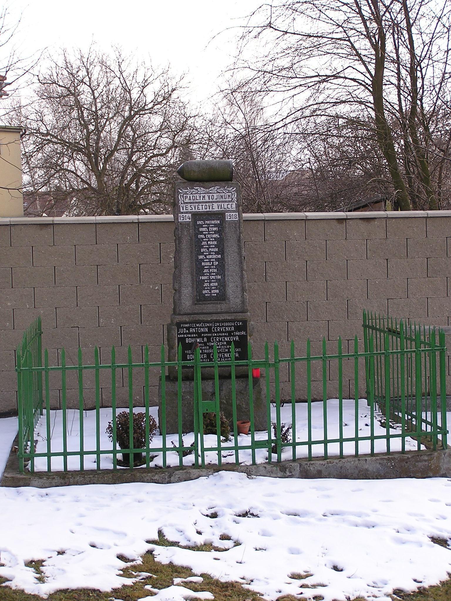 pomník březen 2004.JPG