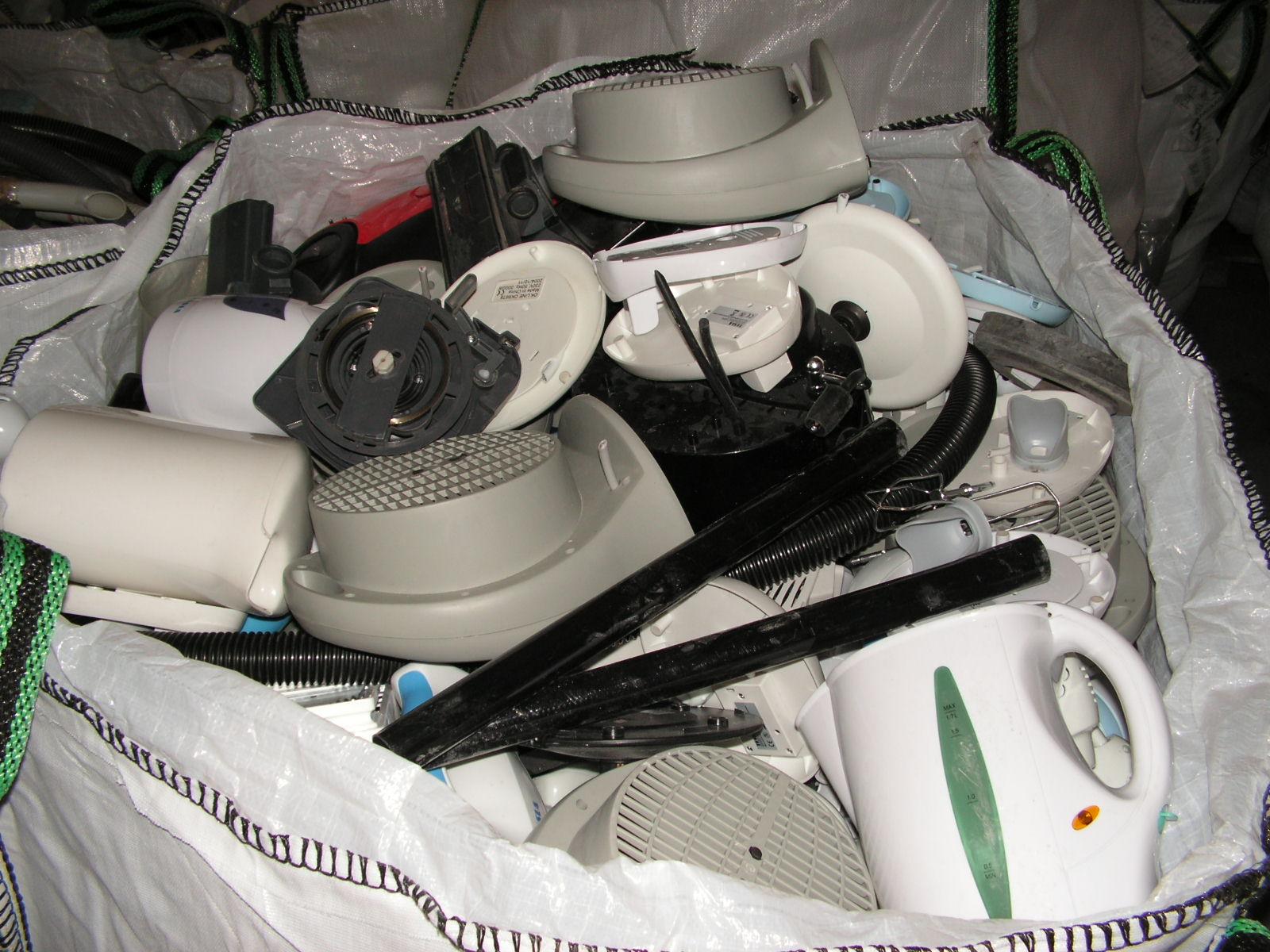 drobné elektrozařízení určené k recyklaci.jpg