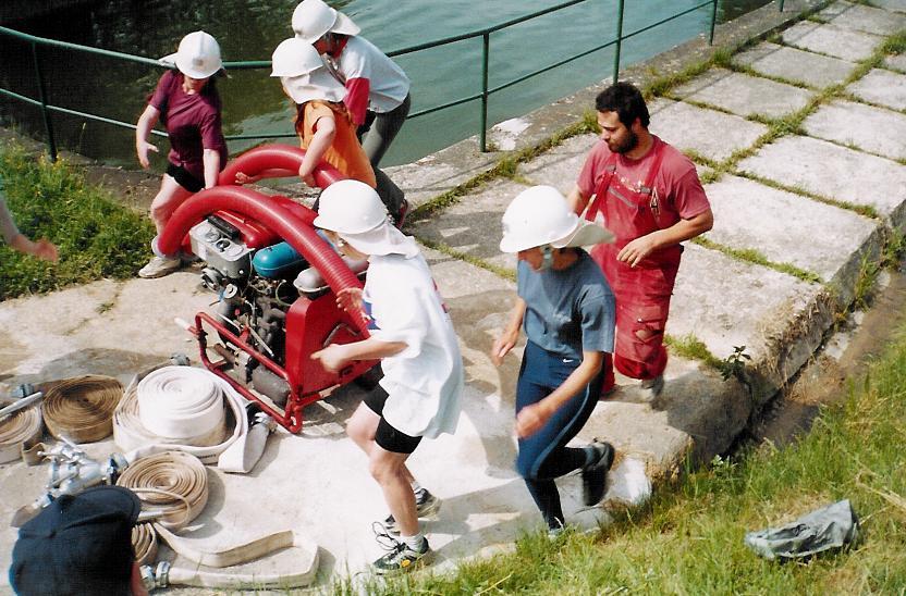 První trénink hasiček - květen 2003 - 5.jpg