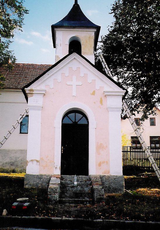 Olešná - oprava kapličky říjen 2003 - 1.jpg